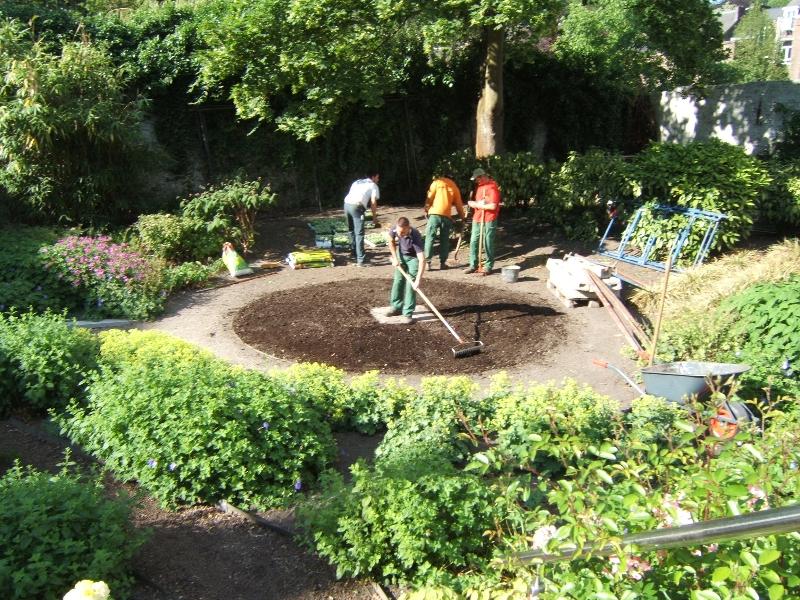 Espaces verts jeunes au travail for Emploi entretien espace vert