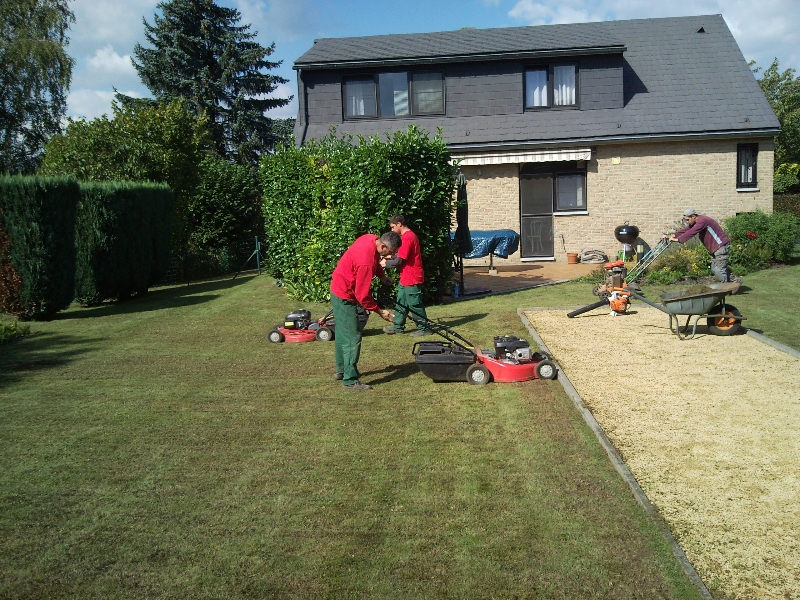 R alisations jeunes au travail for Offre emploi entretien espaces verts